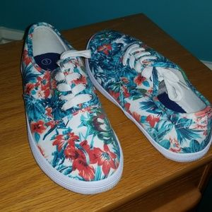 Tropical size kids 3 or adult 5.5